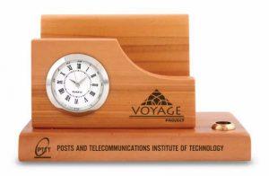 Giá đỡ namecard bằng gỗ