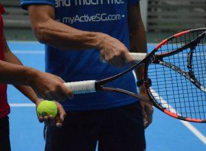 Cầm vợt tennis đúng cách