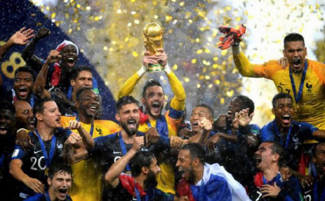 Những chiếc cúp bóng đá danh giá nhất ảnh 1