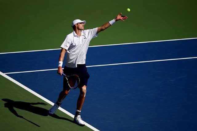 Cach-giao-bong-tennis-xoay-ngang-slice-anh-3