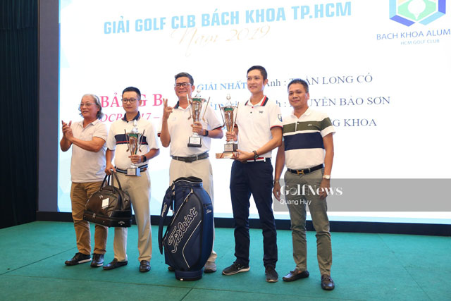 Cup-the-thao-bieu-tuong-nguoi-danh-golf-anh-1