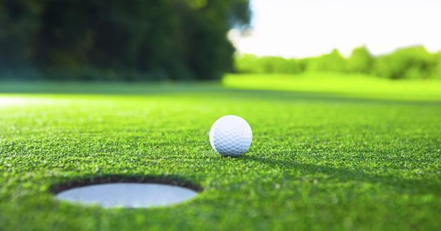 choi-golf-dung-tieu-chuan-anh-1