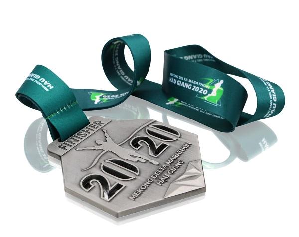 Giá huy chương marathon có đắt không?