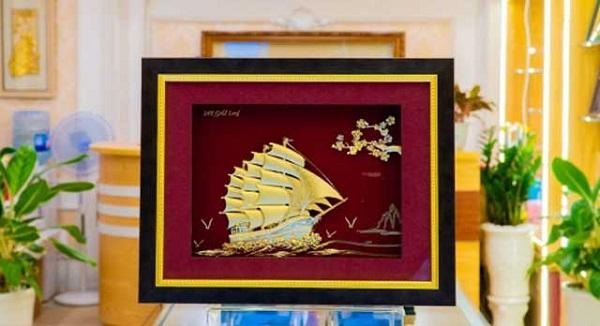 Quà tặng sếp ý nghĩa với tranh mạ vàng hình thuyền buồm